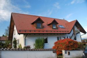 5 Zimmer Wohnung mit Terrasse und Garten